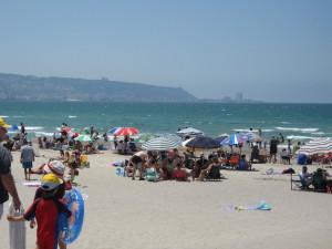 Blick auf Bucht von Haifa vom Strand Kiryat Haim