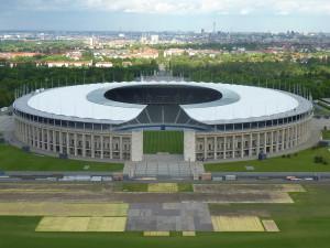 Blick vom Glockenturm auf das Olympiastadion
