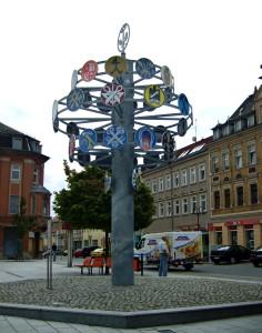 Zunftbaum in der Riesaer Innenstadt (© OnkelJohn / Wikimedia Commons)