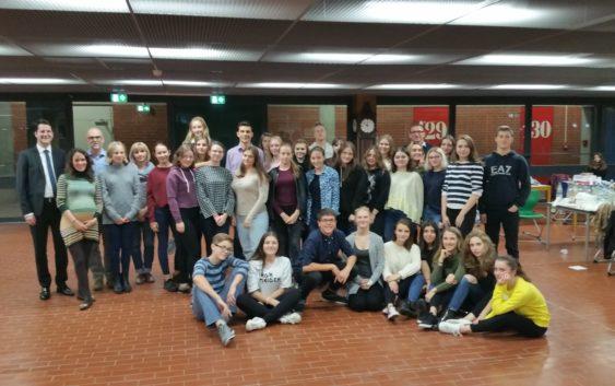 Eine Schülergruppe des Liceul Mihail Kogalniceanu zu Gast am Geschwister-Scholl-Gymnasium